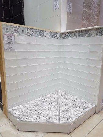 BULLEVAR WHITE WITH PATTERN FLOOR DISPLAY